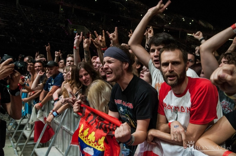 Fani na koncercie zespołu Iron Maiden
