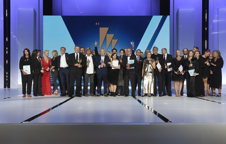 43. Festiwal Polskich Filmów Fabularnych. Gala finałowa w Teatrze Muzycznym.  Wspólne zdjęcie laureatów