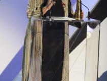 """44. Festiwal Polskich Filmów Fabularnych w Gdyni. Gala finałowa w Teatrze Muzycznym. Laureatka kategorii  Złote Lwy - Agnieszka Holland, reż. filmu pt. """"Obywatel Jones"""""""