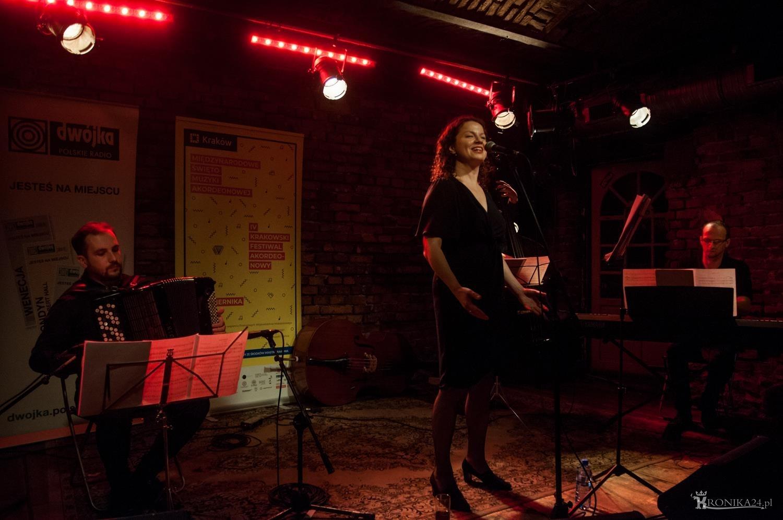 Agnieszka Grochowicz - songi Weila i Brechta