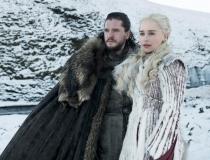 Kit Harington jako Jon Snow i Emilia Clarke jako Daenerys Targaryen