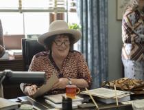 MRS. AMERICA - Margo Martindale jako Bella Abzug