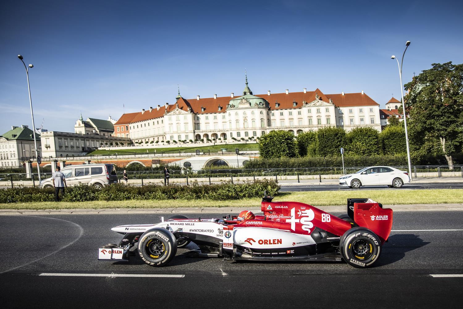 Wyścig bolidów Formuły 1 w sercu Warszawy