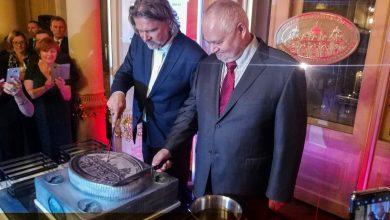 Photo of Jubileuszowa moneta na otwarcie 125-tego sezonu w Teatrze Słowackiego w Krakowie [ZDJĘCIA]