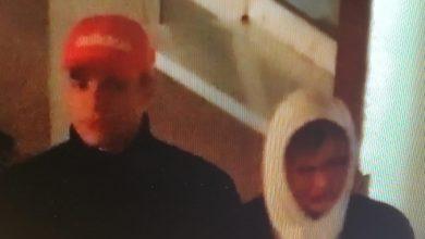 Photo of Obrzucili jajkami pomnik Jana Pawła II. Policja opublikowała ich wizerunek