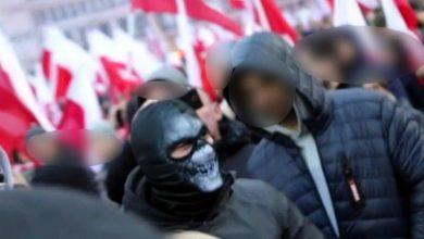 Photo of Stołeczni policjanci poszukują sprawców spalenia flagi Unii Europejskiej. Jest nagroda
