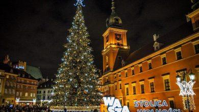 Photo of Warszawa świątecznie rozświetlona! Iluminacje i 27-metrowa choinka na placu Zamkowym