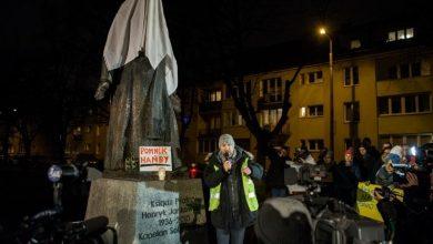 """Photo of Manifestacja """"NIE dla pedofilii w Kościele"""" pod pomnikiem ks. Jankowskiego. Nowe """"gdańskie miesięcznice"""""""