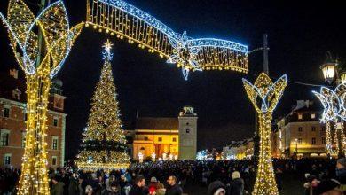 Photo of Świąteczna iluminacja w stolicy. Orszak Trzech Króli z pl. Zamkowego