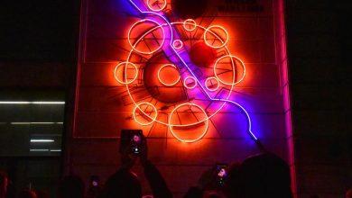 Photo of Neon #WielkaWarszawa. Instalacja znajduje się w Śródmieściu