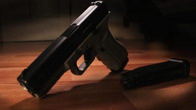Photo of Ochroniarz zostawił pistolet Glock 17 na stacji benzynowej. Policjanci odzyskali broń