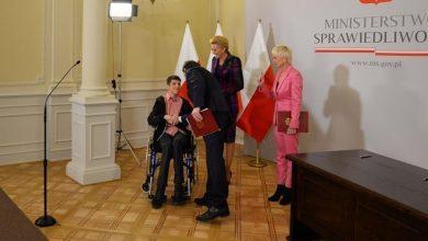 """Photo of """"Akogo?"""" Ewy Błaszczyk. Umowa o klinice BUDZIK dla dorosłych w Warszawie podpisana"""