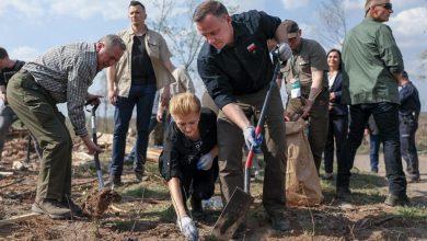 """Photo of Akcja sadzenia drzew """"sadziMY"""". Para Prezydencka w Rytlu. Czeka do odbioru 100 tys. sadzonek [WIDEO]"""