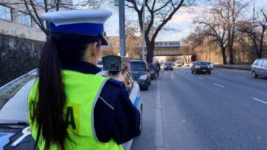 Photo of Zmiany w kontroli ruchu drogowego. Policjanci mogą więcej. Radiowóz w miejscu zabronionym