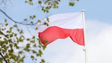 """Photo of 2 maja – Dzień Flagi. Historia i narodowe barwy. Miniprzewodnik """"Biało-Czerwona"""""""