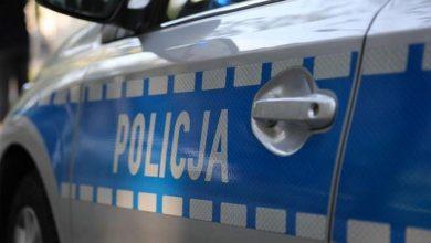 Photo of Wrocław. Pijany wjechał samochodem w przystanek i uciekł. Ranne dzieci. Został zatrzymany