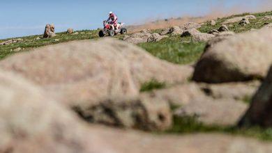 "Photo of Silk Way Rally 2019. ""SuperSonik"" prowadzi na półmetku. Quad Lindnera zabrała… ""trupiarka"""