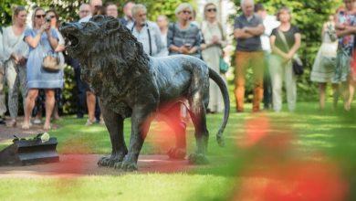 Photo of Rzeźba lwa ku pamięci Pawła Adamowicza. W Gdańsku-Oliwie odsłonięto też tablicę pamiątkową