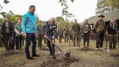 Photo of Para Prezydencka zainaugurowała akcję #sprzątaMY. Lasy to nasze wspólne dobro