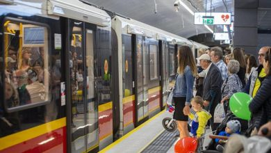 Photo of Warszawskie metro. Wulgarny pasażer bez maseczki. Zatrzymał go policjant po służbie