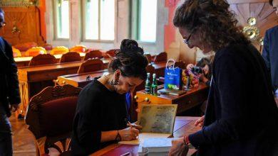 Photo of Olga Tokarczuk podpisywała książki. Kolejka miała ponad 200 metrów [ZDJĘCIA]