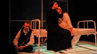 """Photo of """"Śmierć pięknych saren"""" Oty Pavla. Jan Szurmiej reżyseruje w Teatrze Bagatela [ZDJĘCIA]"""