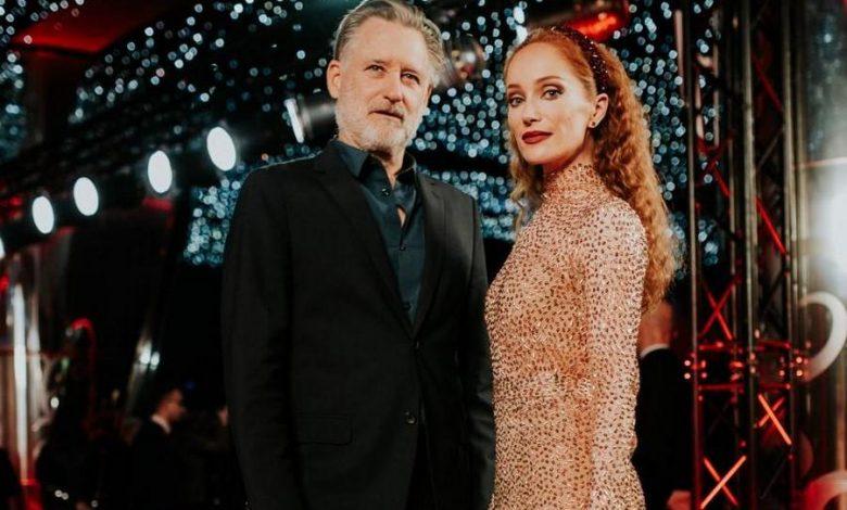 """Photo of Bill Pullman, Robert Więckiewicz i Lotte Verbeek na premierze """"Ukrytej gry"""". Zwiastun [ZDJĘCIA]"""