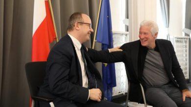 Photo of Gwiazda Hollywood w polskim Sejmie. Richard Gere spotkał się z RPO Bodnarem i Kidawą-Błońską