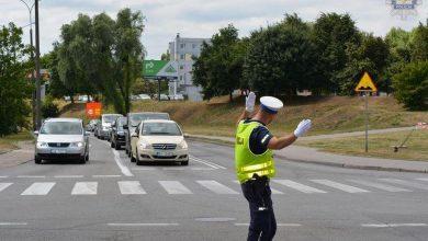 Photo of Akcja Znicz 2019. Jak się zachować, gdy ruchem kieruje policjant? [ZDJĘCIA][WIDEO]