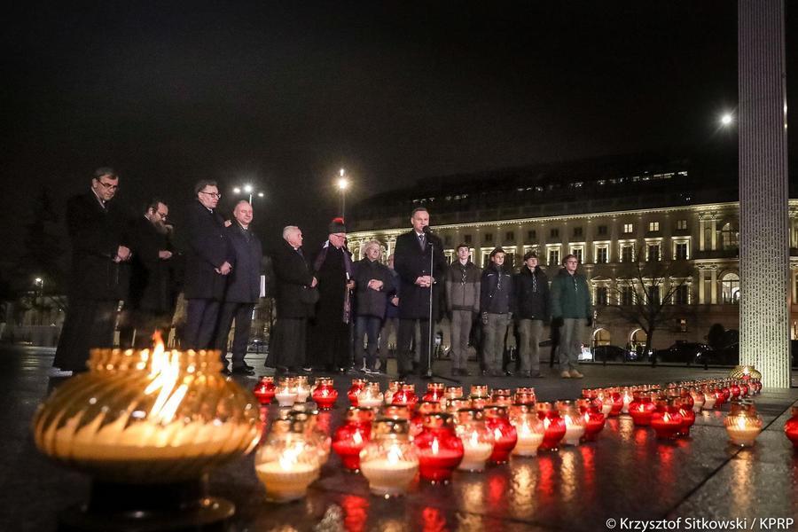 Na placu Marszałka Józefa Piłsudskiego w stolicy zapalono Światło Wolności