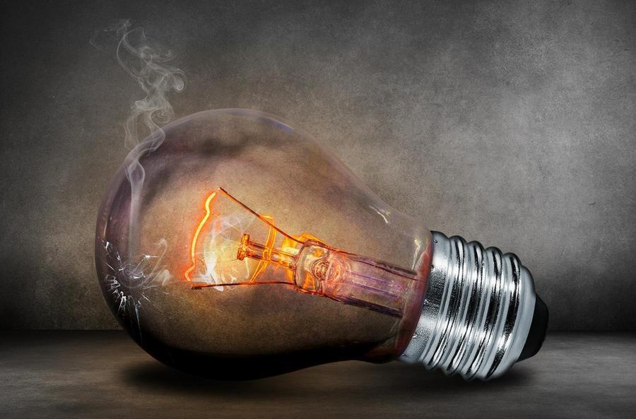 prąd elektryczny żarówka