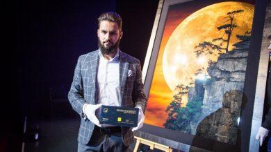 """Photo of Najdroższe zdjęcie w Polsce! """"Moonlit Dreams"""" wyceniony na 1,5 mln dolarów"""