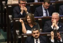 """Photo of """"Dobra zmiana"""". Lichocka pokazuje Polakom środkowy palec [WIDEO]"""
