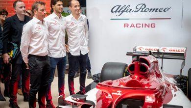 Photo of Team Formuły 1 Alfa Romeo Racing Orlen w Warszawie. Pokazano bolid