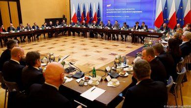 Photo of Koronawirus. Prezydenci największych miast spotkali się w Warszawie