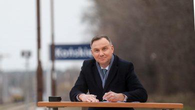 Photo of Kolej Plus. Prezydent Duda podpisał ustawę na… peronie