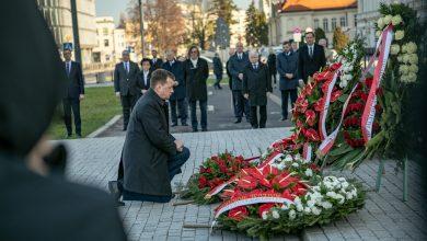 Photo of PiS ponad prawem! Obchody 10 kwietnia. Dla Kaczyńskiego otwarto zamknięty cmentarz
