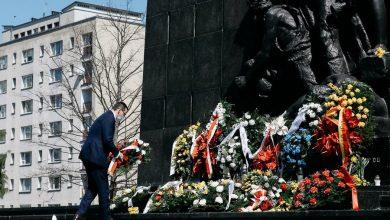 Photo of 77. rocznica wybuchu powstania w getcie warszawskim. Premier oddał hołd bohaterom