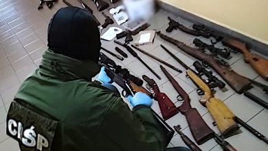 Photo of CBŚP. Zatrzymano 5 osób i 61 sztuk broni palnej
