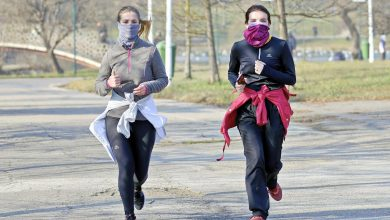 Photo of Koronawirus w Polsce. Nowe obostrzenia – obowiązkowe maseczki na wolnym powietrzu w dwóch strefach