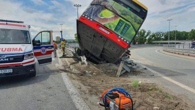 Photo of Warszawa. Wypadek autobusu na moście Grota-Roweckiego. Infolinia dla rodzin osób poszkodowanych