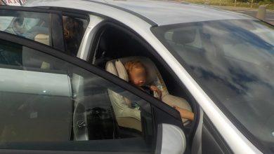Photo of Było blisko tragedii! Strażnicy uratowali dziecko zamknięte w nagrzanym samochodzie