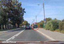 Photo of Lubuskie. Szalony kierowca wyprzedzał samochody… jadąc po chodniku