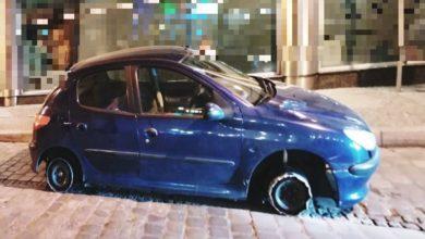 Photo of Próbował jechać samochodem przez wrocławski rynek bez… dwóch opon