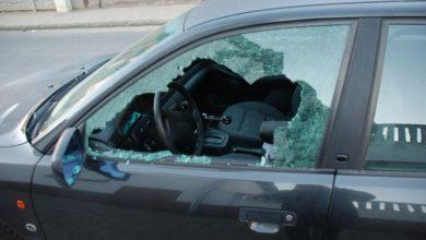 Photo of Wrocław. Policjant przez okno wskoczył do jadącego samochodu