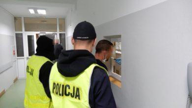 Photo of Kujawsko-pomorskie. Zaatakowali m.in. nożem interweniujących policjantów. Zostali aresztowani