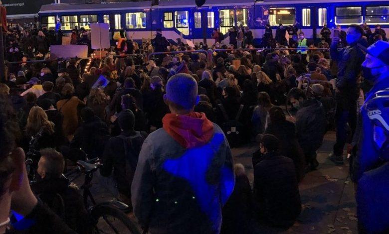 """Photo of Cypis z utworem """"JBĆ PIS"""". Nowy hymn protestów kobiet [WIDEO]"""
