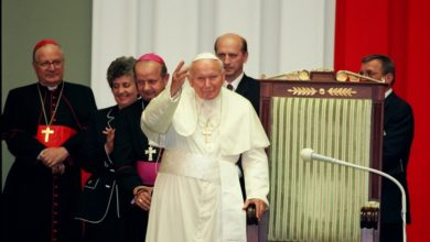 Photo of Dzień Papieża Jana Pawła II. Znaczek pocztowy i okolicznościowa ekspozycja monet