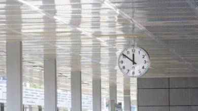 Photo of Uwaga! Zmiana czasu letniego na zimowy. Pośpimy dłużej, pociągi zatrzymają się na godzinę