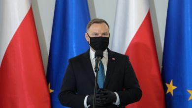 """Photo of Żulczyk nazwał Dudę """"debilem"""". Czy to słowo go znieważa? Maciejewska: """"Prezydent nie jest świętą krową"""""""